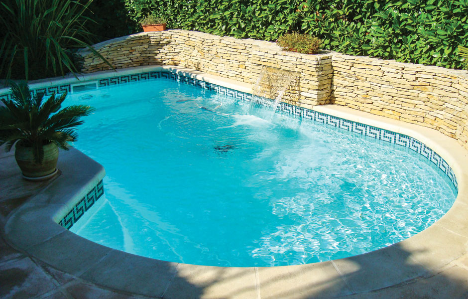Spa piscines leader piscine coque polyester roquebrune for Modele piscine