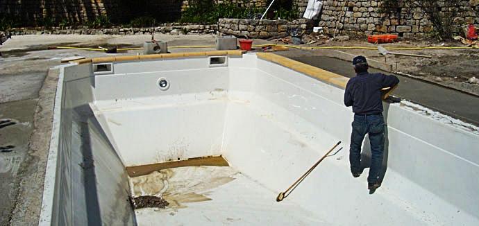 Installation de votre piscine coque polyester par spa for Prix installation piscine coque polyester