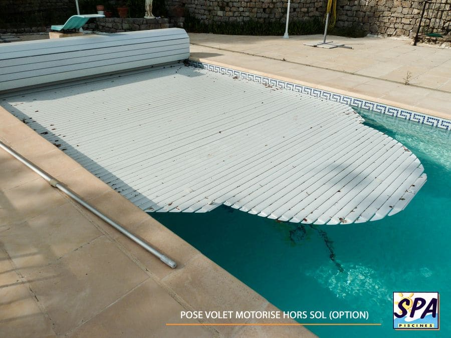 Installation d 39 une piscine coque polyester en 15 tapes for Pose piscine coque
