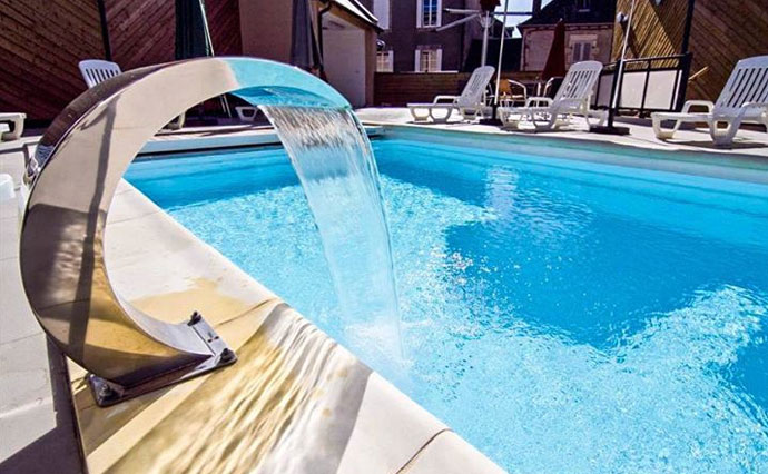 R novation de piscine en polyester liner et b ton spa for Piscine et spa