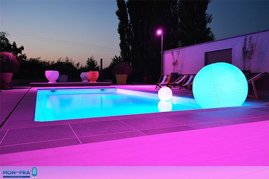 Mod le piscine coque polyester wide spa piscines nice for Coque jacuzzi polyester