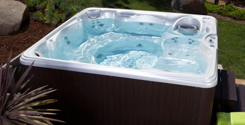 Les accessoires pour entretenir votre spa jacuzzi spa for Piscine jacuzzi