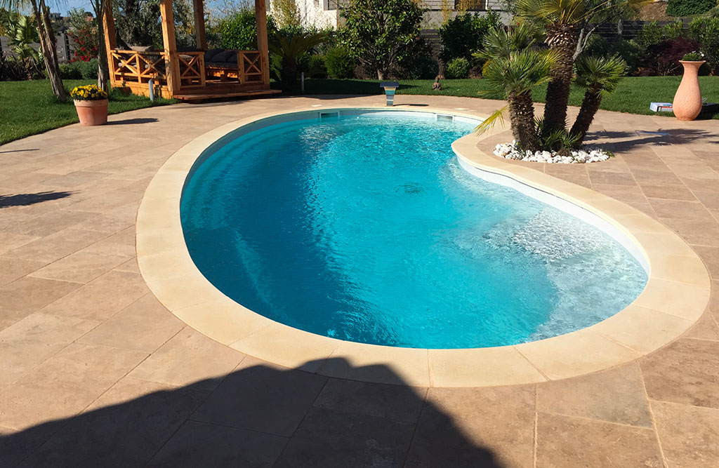 Margelles piscine coque polyester pour votre piscine nice 06 for Piscine coque blanche